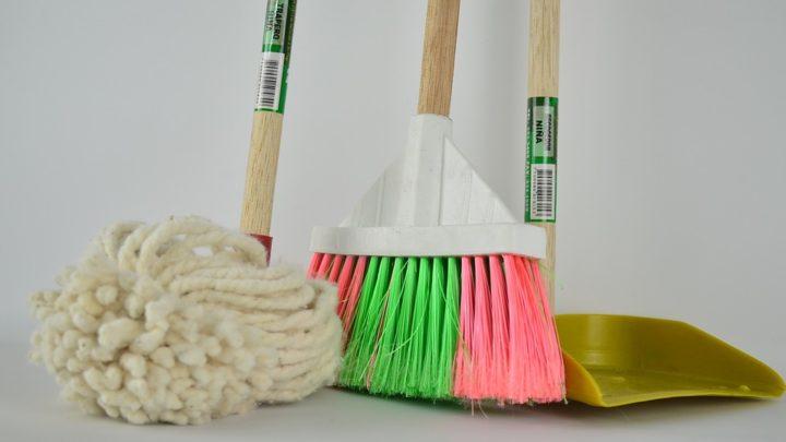 Un employeur peut-il demander aux employés de faire le ménage?
