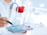 En cardiologie, la chirurgie valvulaire est au service de la valvulopathie.