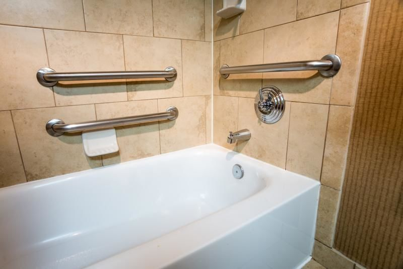 La baignoire pour personnes à mobilité réduite