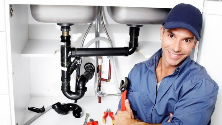 Ai-je besoin d'un plombier ou d'un entrepreneur en drainage ?